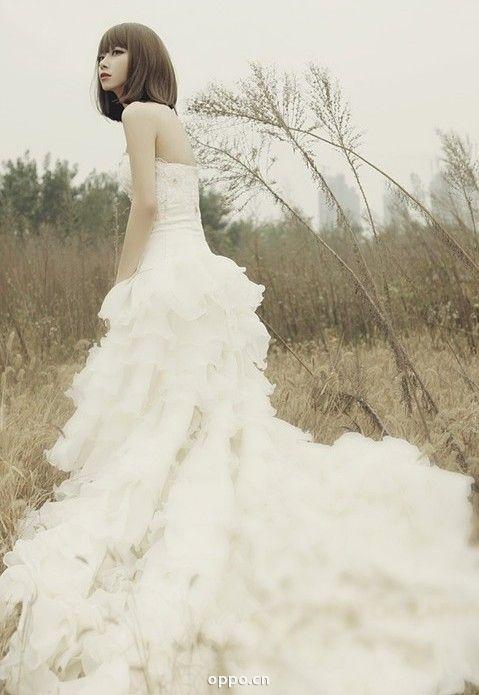 属于水瓶座的婚纱:自由随性的水瓶新娘精致的五官有显著的高贵气质