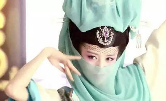 当赵丽颖刘诗诗杨幂刘亦菲戴上面纱,谁最美?