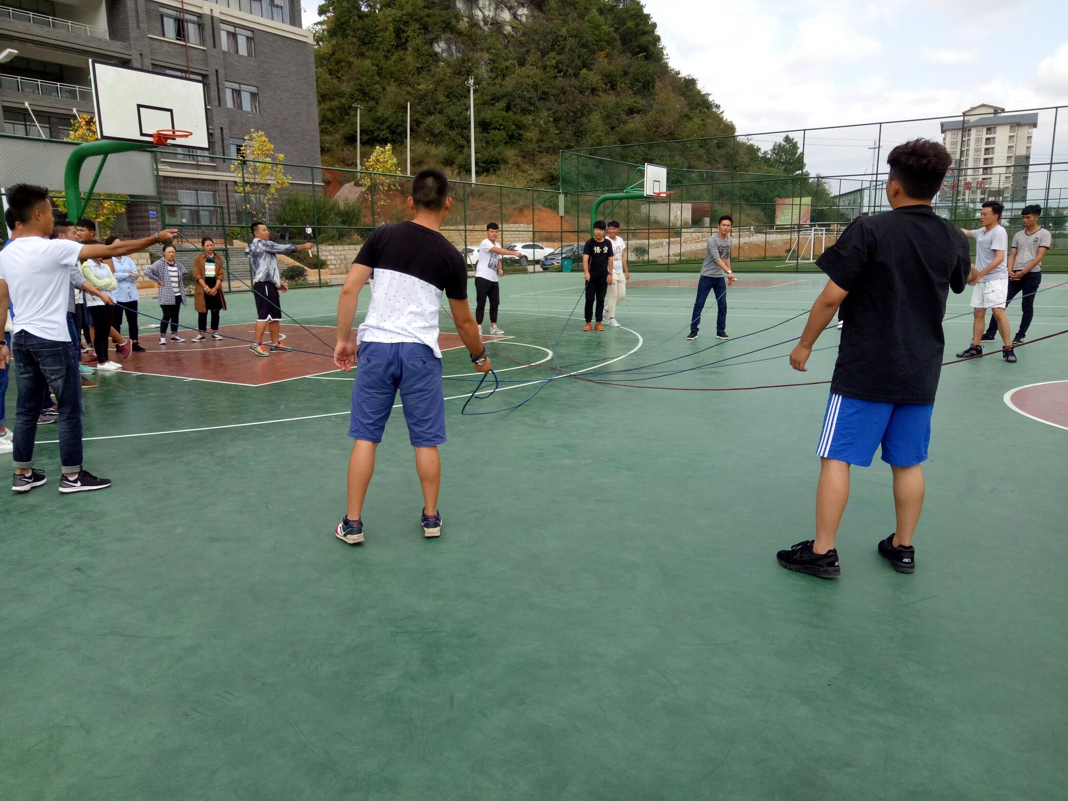 篮球中班体育课-幼儿园中班体育课视频_中班 体育课