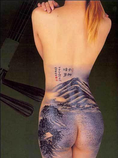 手绘裸背男纹身