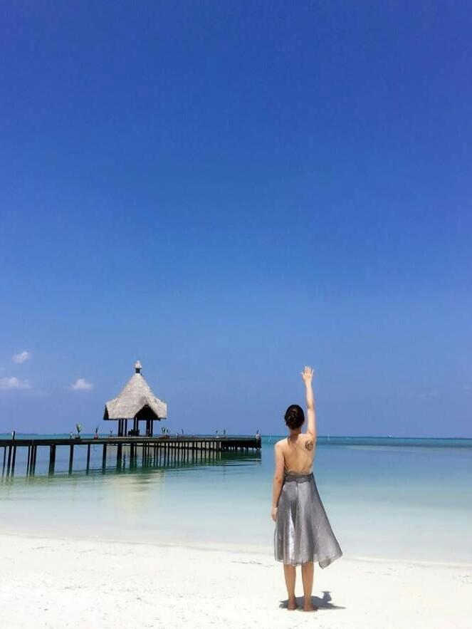 心存大海,看那蓝天白云,水天一色,一片蓝翔.吸一口新鲜空气吧!