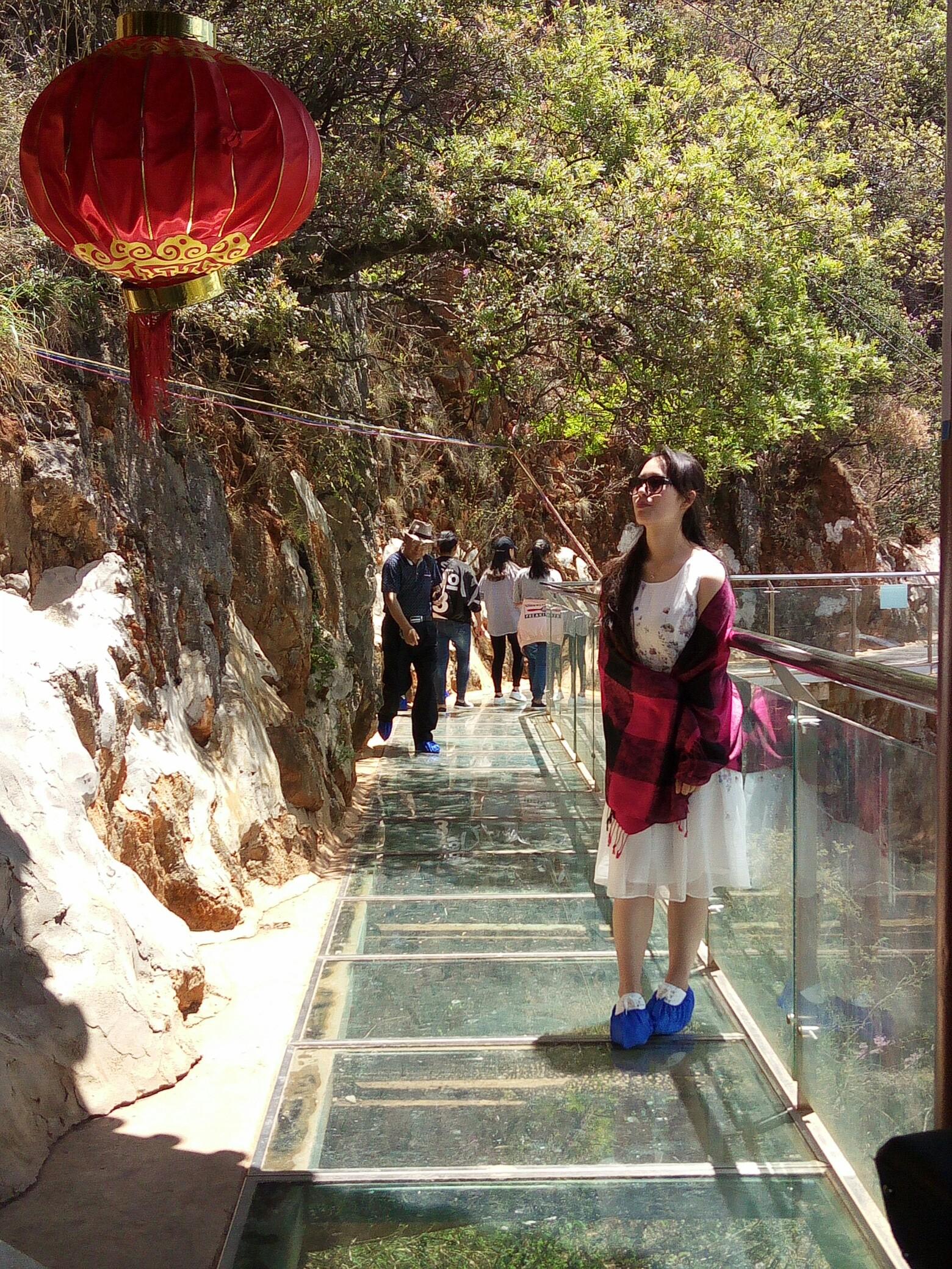 丽江观音峡之——走悬空玻璃栈道,体验刺激的旱滑.