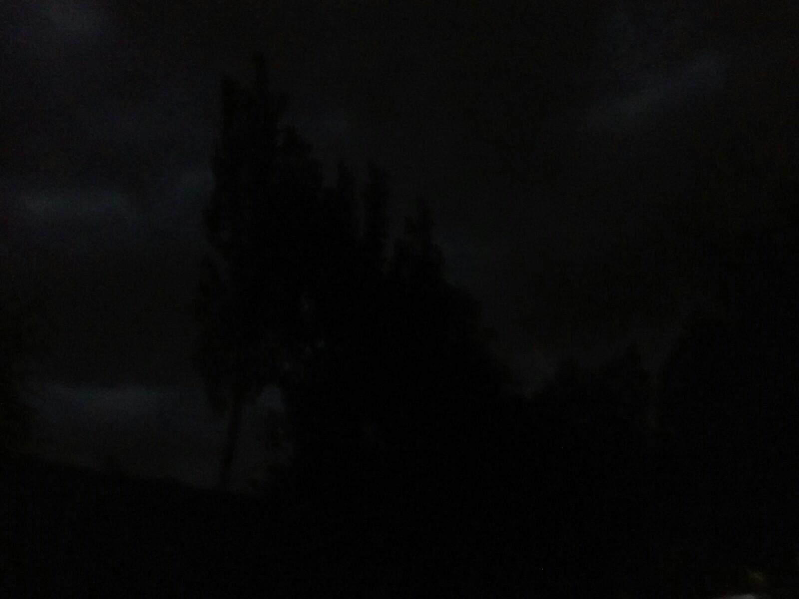 刚刚拍的天的风景,大风刮得真的好爽啊![表情]_帖子图片