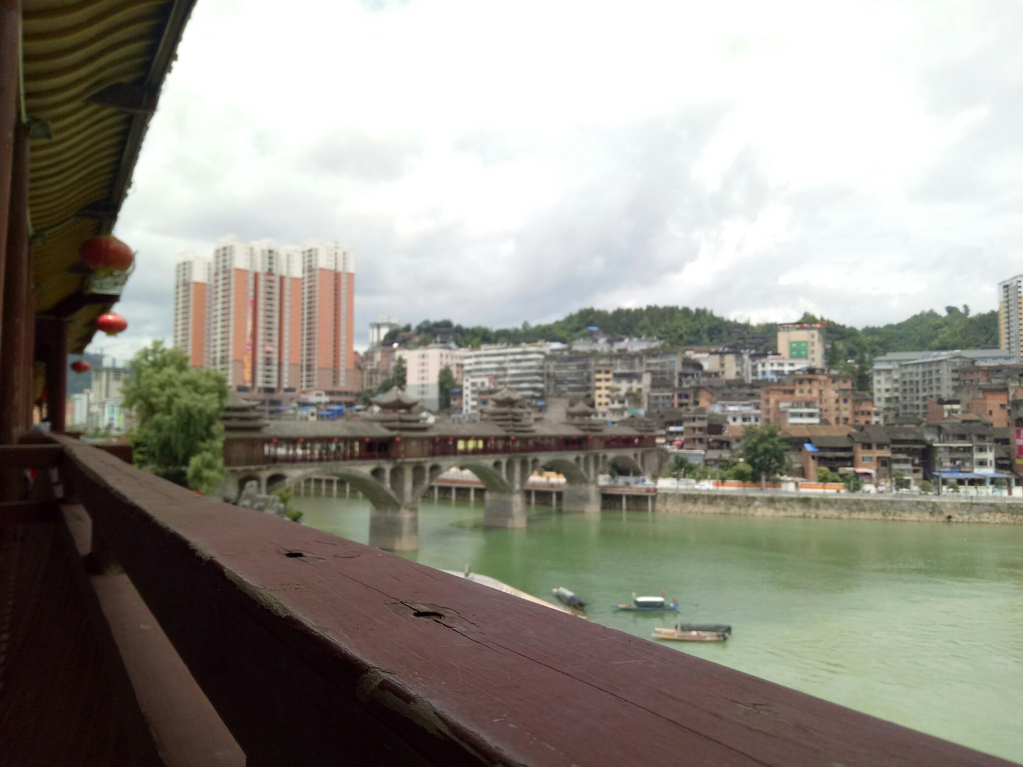 你在桥上看风景