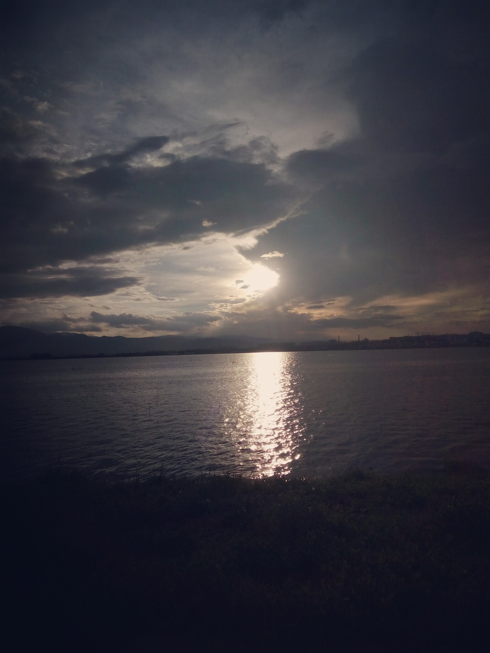 儿童丙烯画海边夕阳分享展示