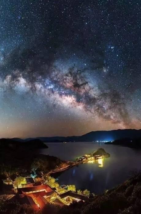 夜晚的天空真美!
